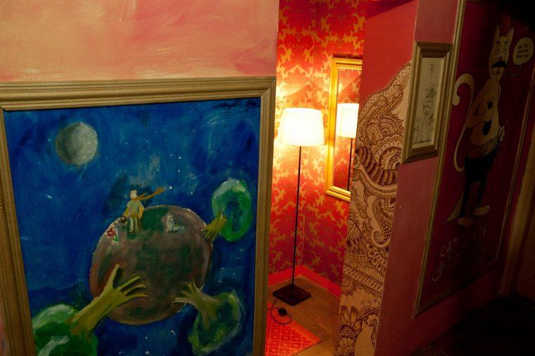Vendégek festményei, dekor az én munkám.